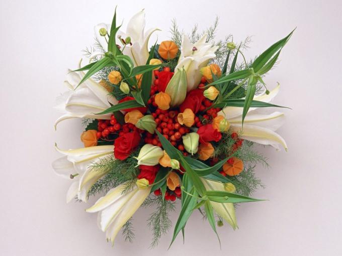 Для открытки ко Дню учителя подходит композиция из цветов