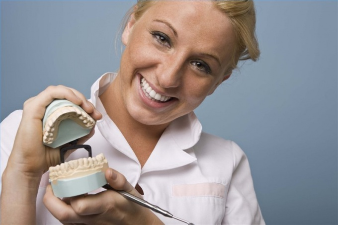 Чем отличается зубной техник от стоматолога
