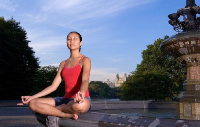 Йога поможет от метеоризма