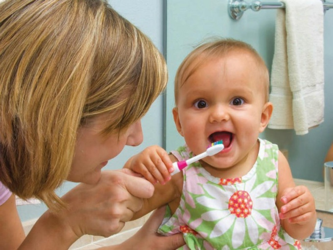 Чем отличаются детская и взрослая зубная паста