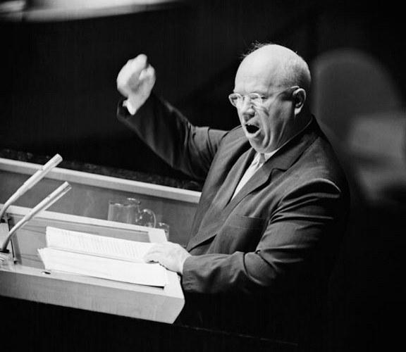 Хрущев выступает на заседании Генеральной Ассамблеи ООН