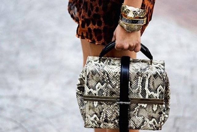 Как ухаживать за сумкой из змеиной кожи