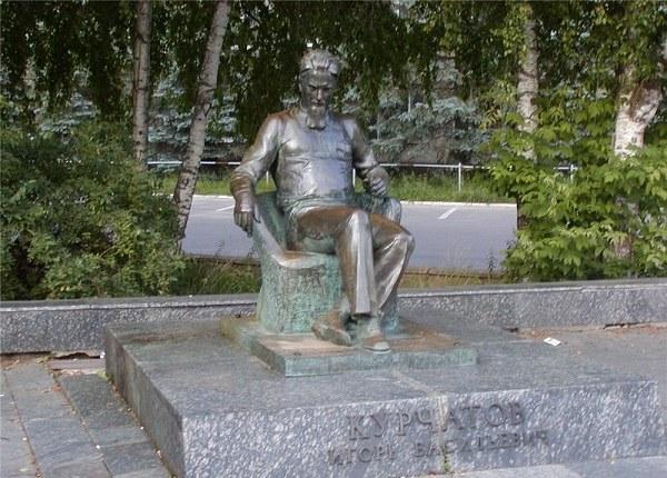 Памятник Курчатову в Обнинске