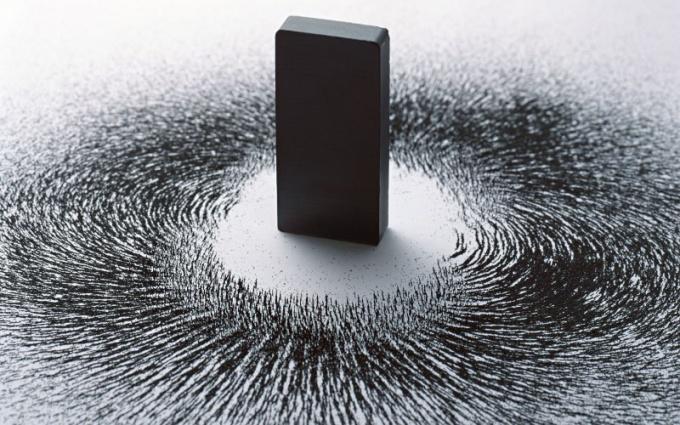 Почему магнит притягивает железо