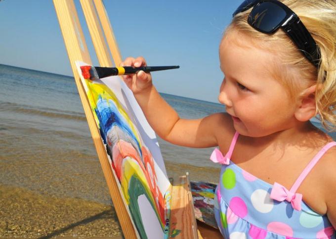 Яркий рисунок - жизнерадостный ребенок