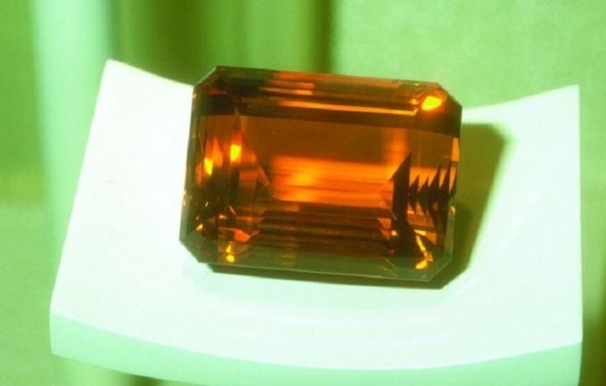 Очистите драгоценные камни при помощи соляного раствора