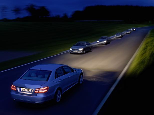 Зачем автомобилисты мигают фарами