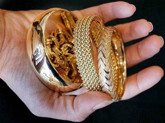 Почему от золотых украшений на коже остается черная полоса