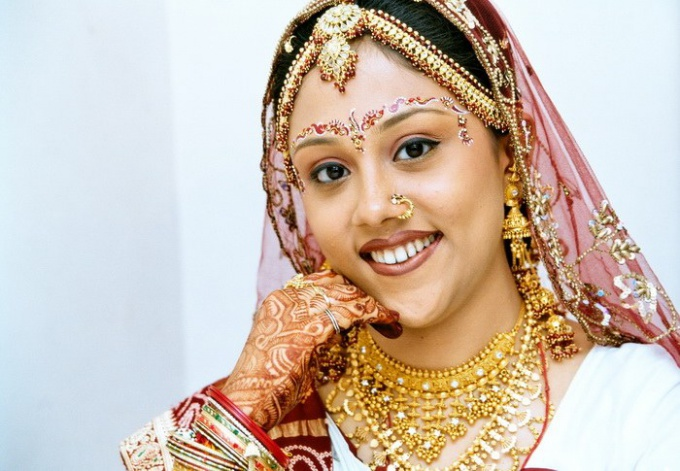 Why do Indian brides paint henna different pictures on hands