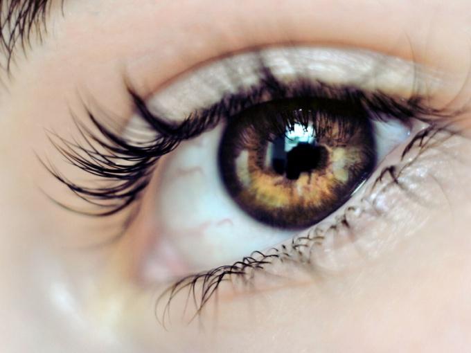 Почему дергается глаз