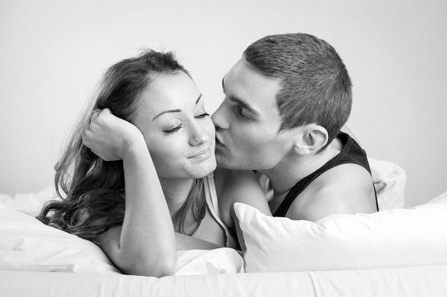 Пара в интимной обстановке