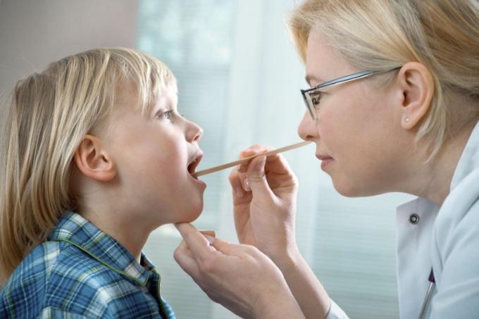 Нужно ли удалять аденоиды и небные миндалины