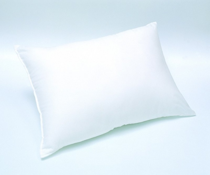 Нужна ли подушка ребенку до года
