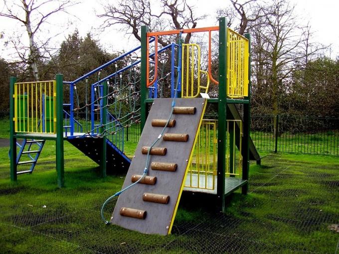 Как построить детскую площадку своими руками