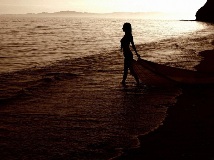 Почему не рекомендуют купаться в море по ночам