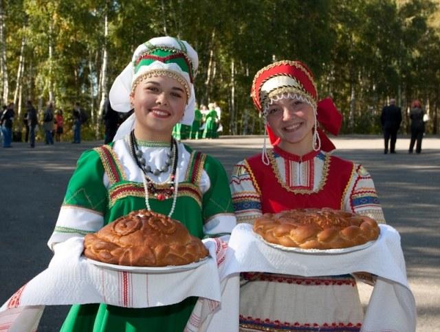 Угощать дорогих гостей хлебом-солью — это давняя русская традиция