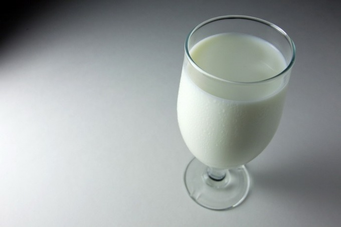 What is useful to drink at night - kefir or milk?