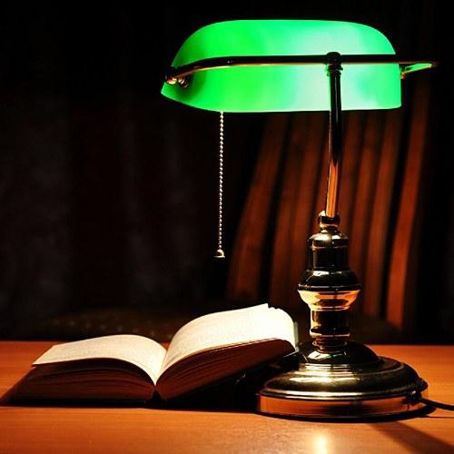 Настольная лампа с зеленым абажуром