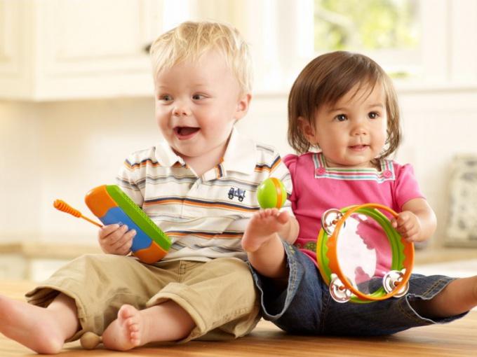 Для развития ребенка полезно общение со сверстниками