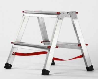Стремянка - переносная подручная лестница