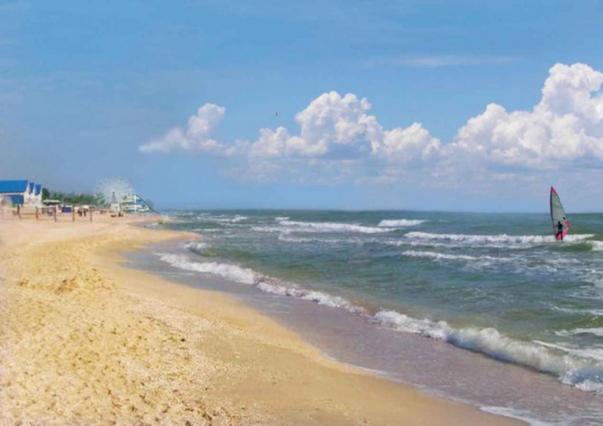 When to go to the sea of Azov with children