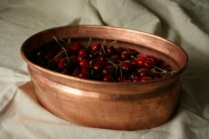 Почему варенье рекомендуют варить в медной посуде