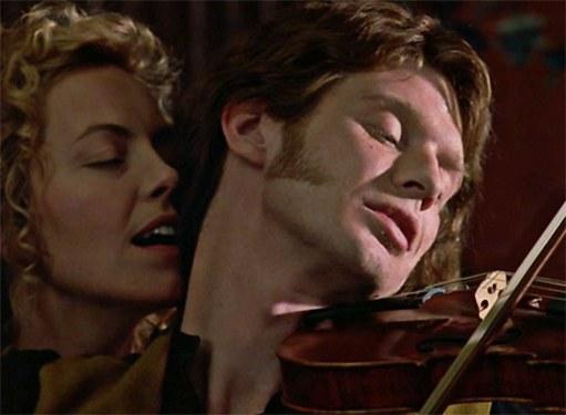 Кадр из фильма «Красная скрипка» /«Le Violon Rouge»