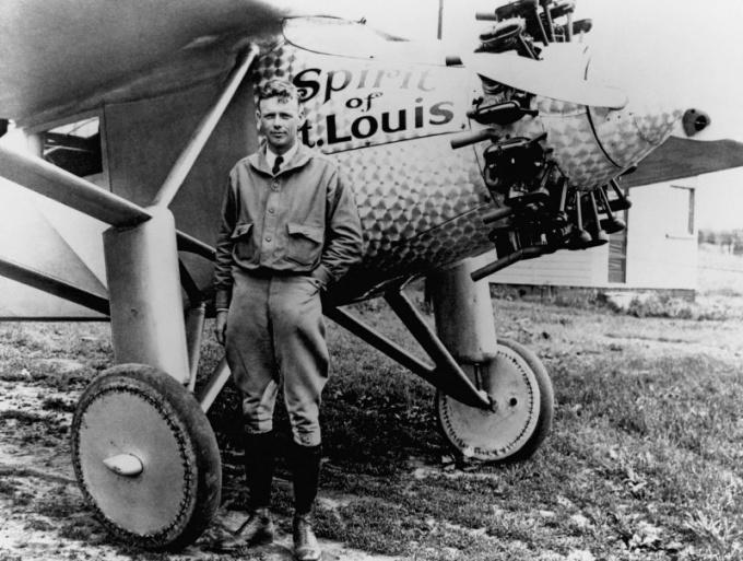 Кто совершил первый беспосадочный перелет через Атлантику