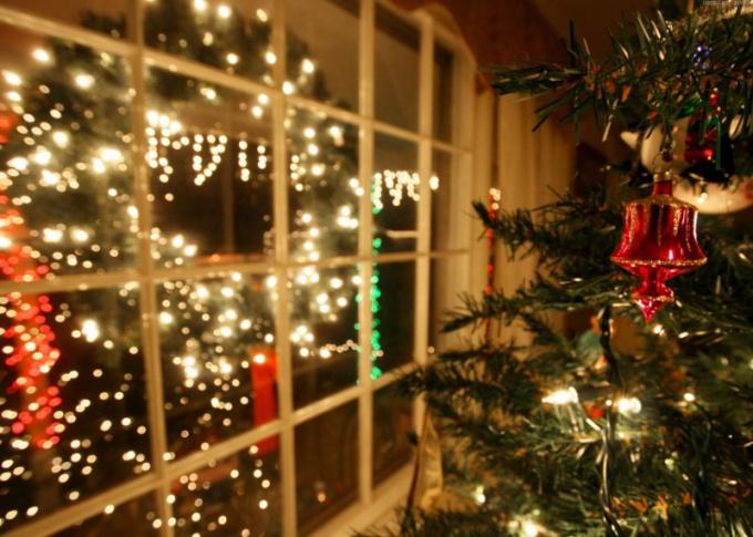 В Ночь матери принято украшать дом к Новому году