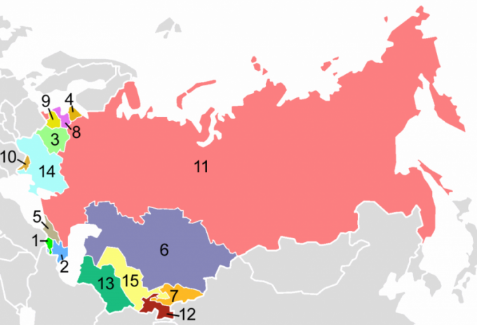 Почему распался СССР