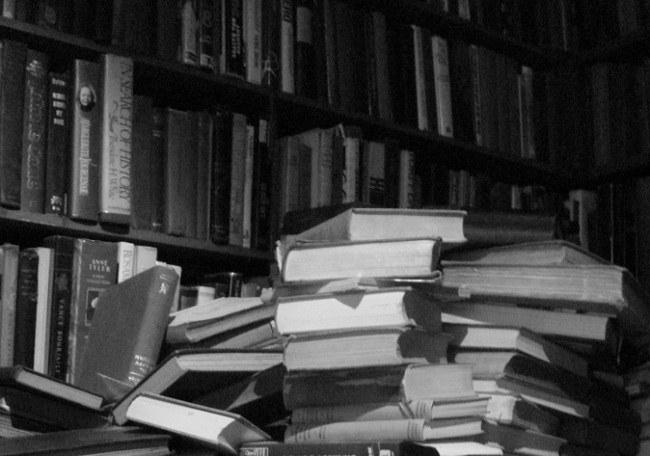 Множество научных книг