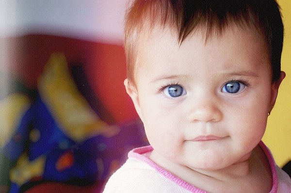 Почему у кареглазых родителей рождаются голубоглазые дети