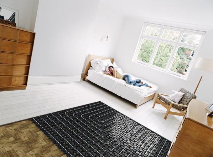 Как проводить теплые полы в спальных помещениях