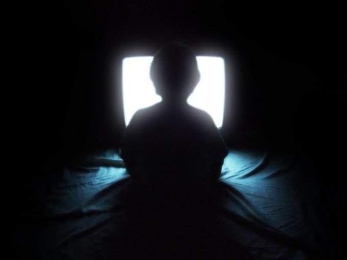 Когда можно включать телевизор после похорон