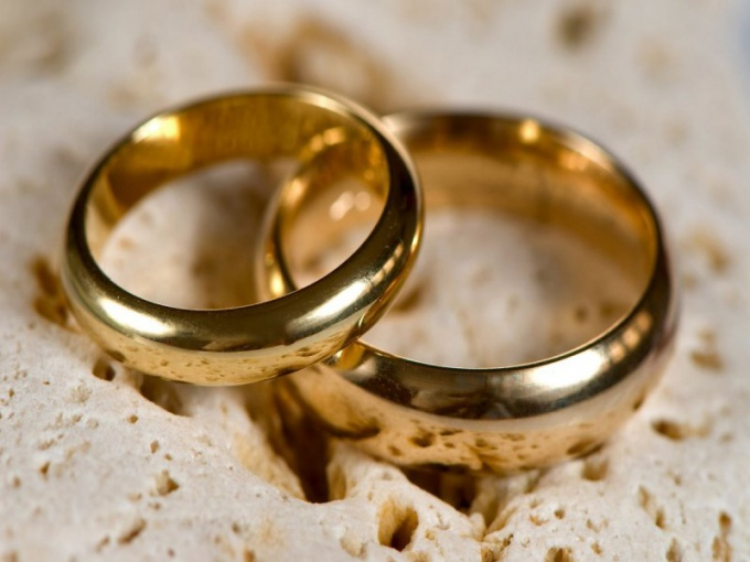 Whether you wear a wedding ring of the deceased is a personal matter