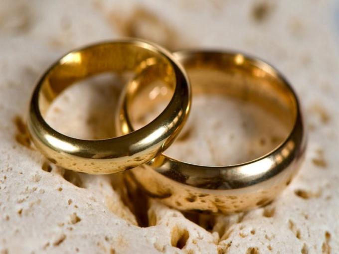 Носить ли обручальное кольцо усопшего - дело личное