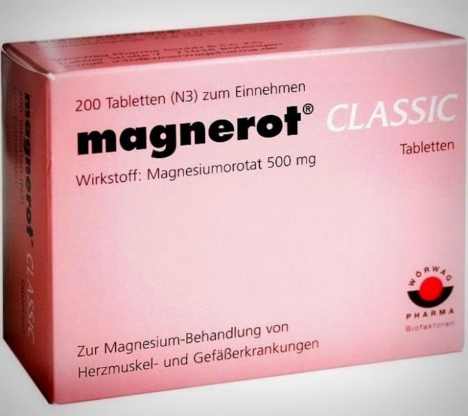 «Магнерот» – рецептурный препарат производства Германии, выпускающийся по 20 и 50 таблеток в упаковке; каждая таблетка содержит 500 мг магния оротата