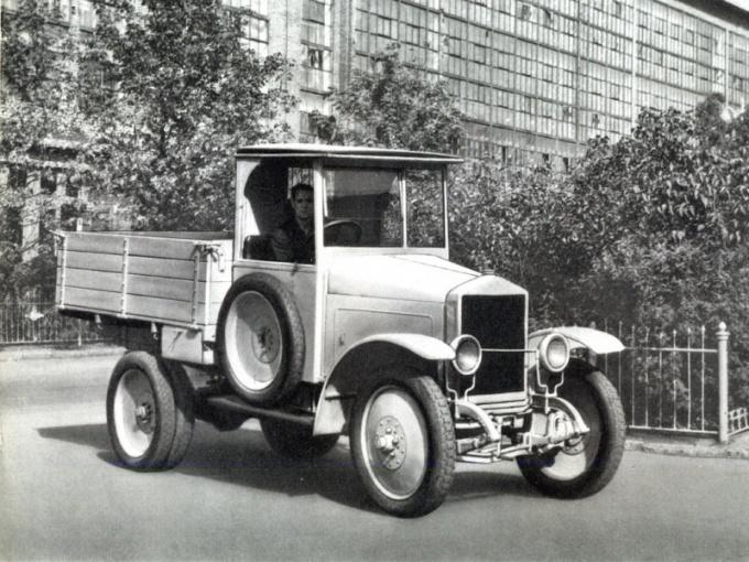 Как называется первый советский автомобиль