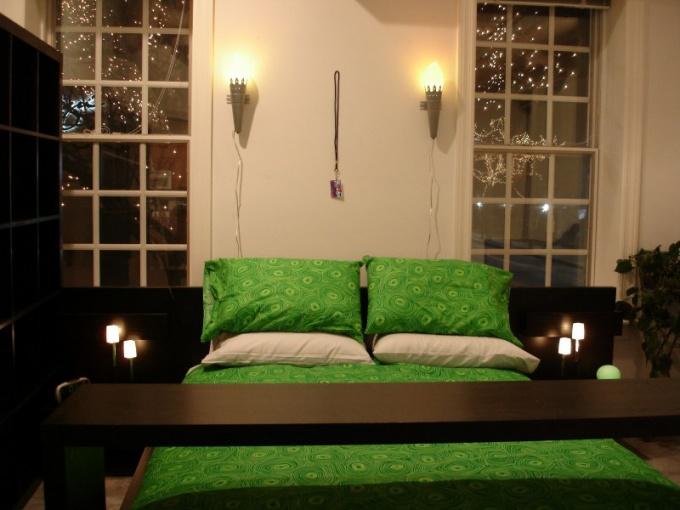Источник: http://everystockphoto.s3.amazonaws.com/apartment_bedroom_866361_o.jpg