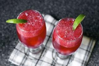 Шипучий коктейль с ежевикой