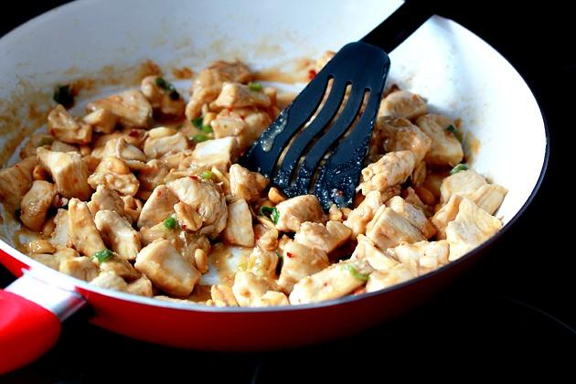 Как приготовить курицу в азиатском стиле с арахисом