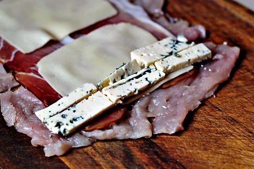 Как приготовить куриные рулеты с сыром и перцем