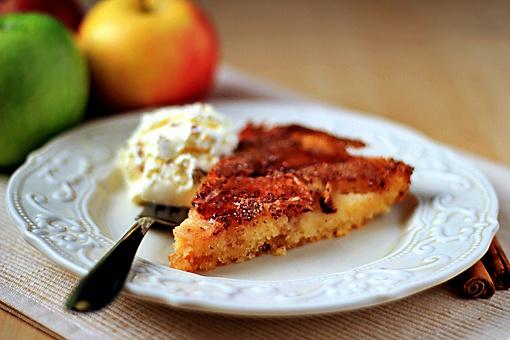 Как испечь яблочный пирог с корицей