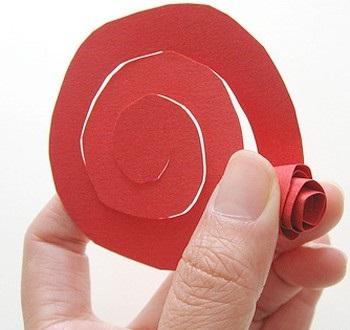 Как сделать розу из плотной бумаги