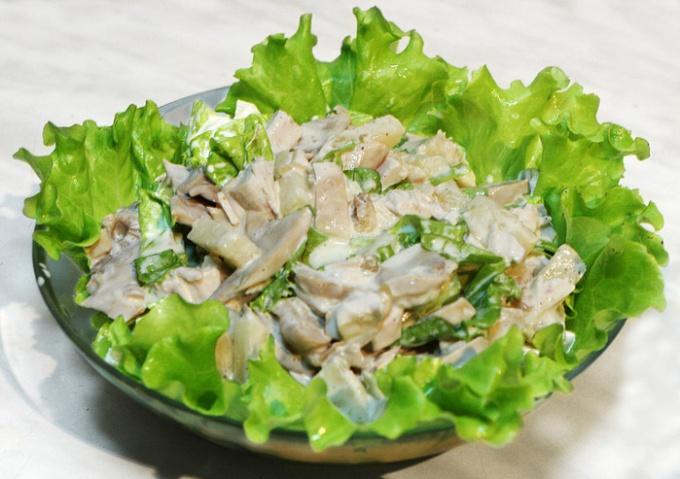 Салат с запеченным куриным филе