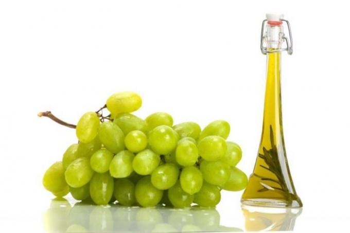 Useful properties of grape oil for hair