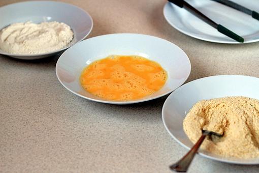 Как приготовить куриные палочки в панировочных сухарях