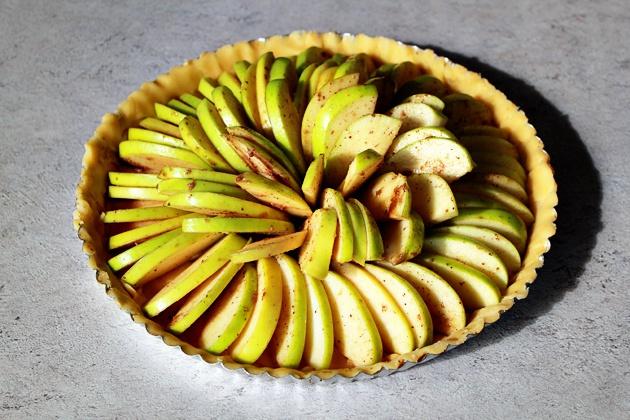 Как приготовить яблочный пирог с карамелью