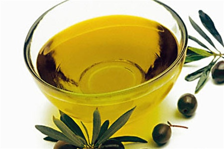 Nourishing hair masks with olive oil
