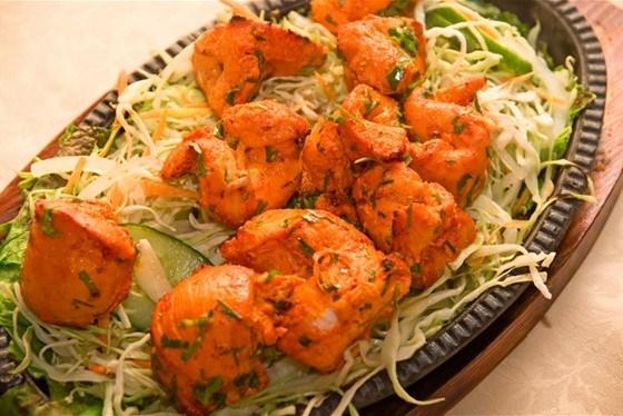 Курица по‑тайски в соусе с кинзой